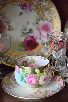Beautiful vintage china tea cup and saucer. Pin to your board! Vintage Tea, Vintage Dishes, Antique Dishes, Vintage Beauty, Antique China, Vintage China, Café Chocolate, Teapots And Cups, My Cup Of Tea