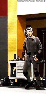 Behind-the-scenes of THE HOBBIT: THE DESOLATION OF SMAUG (2013) ~ Benedict Cumberbatch in motion capture suit to portray Smaug the dragon. [Video/GIF]