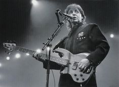 Paul Mccartney, The Beatles, Music Instruments, American Walnut, Concert, Musical Instruments, Concerts