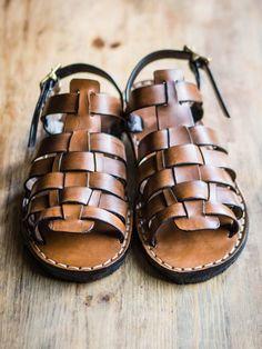 Sandal making – Make Your Own Sandals, eBook available now! Make Your Own Shoes, How To Make Shoes, Two Strap Sandals, Men's Sandals, Diy Leather Projects, Sewing Projects, How To Make Leather, Simple Sandals, Leather Sandals Flat