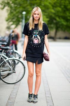 STREET STYLE JESSICA STEIN TUULA VINTAGE BLOGGER GIVENCHY DOG SHIRT STUDDED SPLIT SKIRT STUDDED BOOTS CLUTCH BAG VIA ELLE STREET CHIC