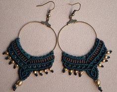 Macrame Gypsy Hoop Earrings. Tribal Jewelry. Bohemian por QuetzArt