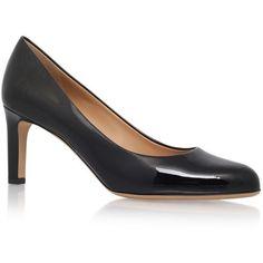 Salvatore Ferragamo Leo Patent Pumps 70 (29.800 RUB) ❤ liked on Polyvore featuring shoes, pumps, patent shoes, salvatore ferragamo, polish shoes, shiny black shoes and patent pumps