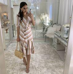 Midi Listrado No Linho❤ #kadoche 6x R$ 83.16 Visite nosso sit Simple Dresses, Cute Dresses, Vintage Dresses, Beautiful Dresses, Casual Dresses, Fashion Wear, Work Fashion, Modest Fashion, Fashion Outfits