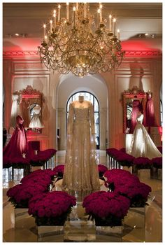 ELIE SAAB celebrates the debut of Fashion Week with a spectacular exhibition at the Hotel George V in Paris. The Haute Couture evening gowns have been put on show like precious royal jewels, encircled with thousands of white and red roses. #ELIESAABGEORGEV