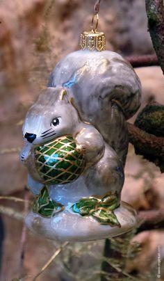 Mondgeblazen en handgeschilderde eekhoorn, gemaakt volgens oude technieken in Polen