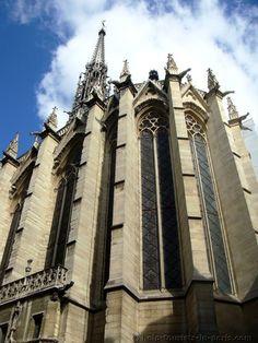 Die Sainte Chapelle in Paris: Öffnungszeiten, Lage, Eintrittspreise Saint Chapelle, Paris, Barcelona Cathedral, Louvre, Building, Travel, Viajes, Buildings, Destinations
