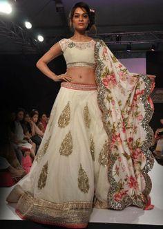Lakme Fashion Week 2013 Collection by Anushree Reddy 11