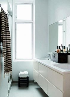 17 Cozy Small Scandinavian Bathroom Design Ideas
