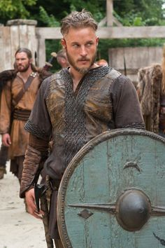Ragnar in Vikings Ragnar Lothbrok Vikings, Ragnar Lothbrook, King Ragnar, Vikings Tv Series, Vikings Tv Show, Viking Bracelet, Viking Jewelry, Travis Vikings, Vikings Travis Fimmel