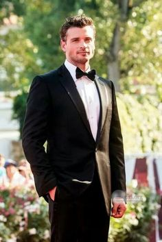 Tom Welling... so much hotter since Smallville!