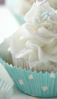 Banana Cupcakes with Cream Cheese Frosting Recipe | Sweetopia