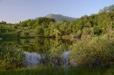 Jezero Vrmdža i planina Rtanj