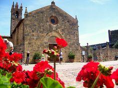 Monteriggioni - La chiesa di Santa Maria Assunta #TuscanyAgriturismoGiratola