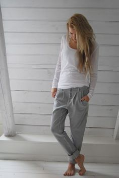 Slouchy white shirt and grey joggers. Winter weekend wear