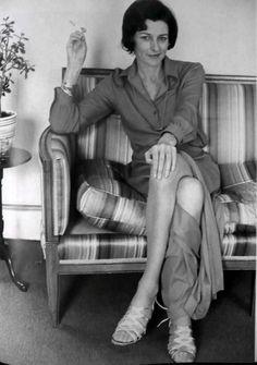 Anne Sexton, fue una poeta estadounidense, reconocida por su poesía confesional. Obtuvo el premio Pulitzer de poesía en 1967.