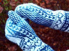 KARDEMUMMAN TALO: Enkelirasat Fingerless Gloves, Arm Warmers, Malli, Handmade, Fingers, Socks, Heels, Fingerless Mitts, Fingerless Mittens