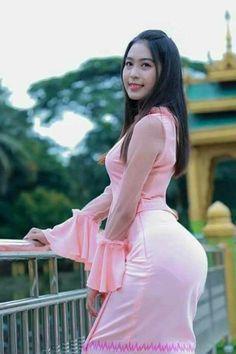 Beautiful Hijab Girl, Beautiful Asian Women, Myanmar Traditional Dress, Traditional Dresses, Burmese Girls, Myanmar Women, Sexy Asian Girls, Asian Woman, Asian Beauty