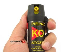 Gaz pieprzowy KO FOG STOŻEK- Chmura 40 ml. to ręczny miotacz gazu na bazie naturalnego pieprzu. Doskonale działa na ludzi pod wpływem alkoholu, dopalaczy i środków odurzających. Gaz pieprzowy działa drażniąco na śluzówki, powodując ostre pieczenie oczu a także silne duszenie się. Gaz pieprzowy uniemożliwia napastnikowi dalszy atak i w znacznym stopniu utrudnia jego poruszanie się.