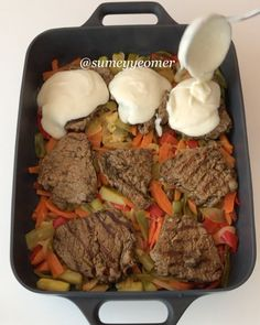 Now I& give you the tips of cooking meat like soft, Turkish delight. Vegetable base, meat scattered in the mouth, bechamel sauce and cheddar cheese . Kebab Recipes, Snack Recipes, Cooking Recipes, Italian Chicken Dishes, Tasty Videos, Breakfast Items, Turkish Recipes, Kitchens, Kochen