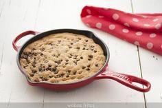 Esta galleta en sartén es una de las recetas favoritas de mis hijas. En casa la servimos así, pero puedes acompañarla de nata, helado de vainilla, sirope...