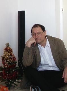 Povídkář Václav Hejna stěhuje kvůli přetížení z Public24.eu na novou doménu knihy24.eu určené pro prodej svých děl. Nejedná se o klasický eshop na