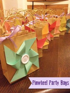 Pinwheel Party Bags - cute idea, as long as they spin. 4th Birthday Parties, 2nd Birthday, Birthday Ideas, Diy Pinwheel, Pinwheel Decorations, Party Favor Bags, Party Gifts, Party Time, Party Fun