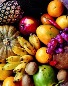 A tropical beach is always accompanied by tropical fruit.. love those colors!