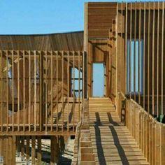 EVOA - Centro de Interpretação Ambiental, em Lezíria, Portugal. Projeto do.escritório Maisr Arquitetos. #architecture #arts #arquitetura #arte #decor #decoração  #design #interiores #interior #projetocompartilhar #shareproject #madeiraeconforto #wood #madeira