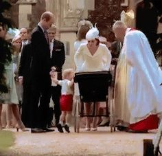 ♛ Prince George checking on his lil sis. Prince George Alexander Louis, Prince William And Kate, Royal Princess, Princess Charlotte, Duke And Duchess, Duchess Of Cambridge, Prince Harry, British Royals, Queen Elizabeth