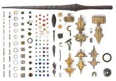 Alcuni dei residenti di Sandby Borg avuto il tempo di seppellire i loro oggetti di valore, tra cui anelli, perle di vetro importati, monete d'oro, e l'oro, bronzo, e spille, prima d'argento sono stati uccisi.  Gli archeologi hanno anche trovato diverse armi presso il sito.