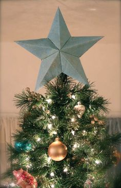 DIY Star Tree Topper | 15 DIY Christmas Tree Topper Ideas, check it out at https://diyprojects.com/diy-christmas-tree-topper-ideas