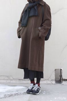 Casual New Balance Style Ulzzang Fashion, Tomboy Fashion, Asian Fashion, Modest Fashion, Fashion Outfits, Winter Outfits, Casual Outfits, Cardigan Blazer, New Balance Style