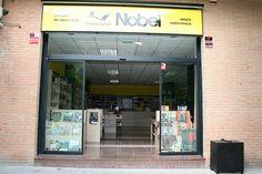 Imagen exterior de la librería Espacio Lector Nobel Torrent