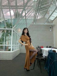 Image may contain: one or more people and outdoor Luna Fashion, Kpop Fashion, Korean Fashion, Fashion Outfits, Fasion, K Idol, Korean Actresses, Korean Celebrities, Celebs