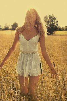 hippie style 87749892711211960 - Love this! Source by Hippie Style, Bohemian Style, Hippie Boho, My Style, Modern Hippie, White Bohemian, Cute Fashion, Boho Fashion, Womens Fashion