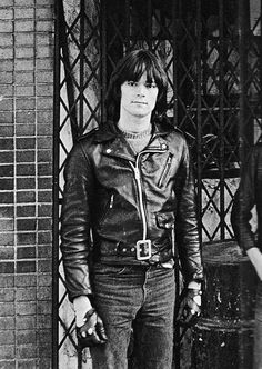 cretin-family:  Dee Dee Ramone photographed by Danny Fields