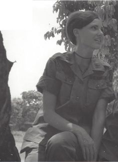 Portraits of U. Army Nurse Joan McDermott During Her Time in Vietnam War in the Late South Vietnam, Hanoi Vietnam, Vietnam War Photos, Vietnam History, History Magazine, War Image, Famous Photos, Vietnam Veterans, Military History