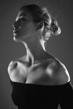 "hollywood-portraits: ""Rosamund Pike photographed by Lorenzo Agius, "" Rosamund Pike, Photo Portrait, Portrait Photography, Photography Lighting, Black And White Portraits, Black And White Photography, Gone Girl, English Actresses, Portrait Inspiration"