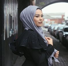 Lifelongpercussion Fashion Wear, Modest Fashion, Fashion Beauty, Hijab Fashion Inspiration, Style Inspiration, Habiba Da Silva, Hijab Makeup, Muslim Culture, Hijab Tutorial