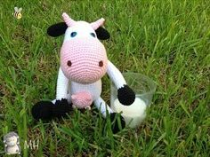 Cow-amigurumi (site is in spanish) Crochet Cow, Crochet Patterns Amigurumi, Baby Blanket Crochet, Crochet Animals, Crochet Dolls, Cow Pattern, Crochet Designs, Pet Toys, Kitty