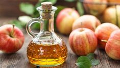 Is apple cider vinegar good for diabetes? While it isn't a cure, research and experts say there may be benefits to adding apple cider vinegar to your diet. Apple Cider Vinegar Benefits, Apple Cider Vinegar Detox, Anti Cholesterol, What Is Apple, Apple Health Benefits, Vinegar Weight Loss, Acide Aminé, Nutrition, Natural Home Remedies