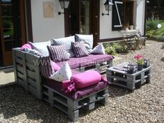 Pallet patio furniture-- just photos no instructions.