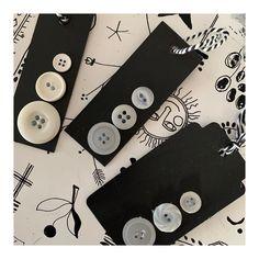 De Façon Souris sur Instagram : « Récupérer des étiquettes de vêtements afin de faire des étiquettes de cadeaux. Une chouette activité à faire en famille ou seul pr… »