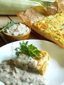1300 g cukinii  2 marchewki  1 cebula  2 ząbki czosnku  5 jajek  120 g sera żółtego  sól  pieprz  pieprz ziołowy staropolski  oregano...