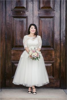 vintage inspired wedding dress by Lisa Van Hattem @weddingchicks
