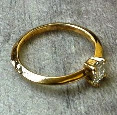18K yellow gold ring with a rectangular Diamond! Fantastic wedding & engagement ring! Best for just a gift to your love or yourself! $2000.00 USD. THANX! Rui & Aguri Fine Jewelry.