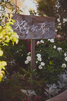 Hand-painted wood sign. (Photo courtesy of http://taraphotographics.blogspot.com)