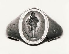 Herm of Herakles. Graeco-Roman ringstone, 30 BC-200 Cornelian, gold (modern gold ring). 1,3 x 1,0 cm Inventory number: I836