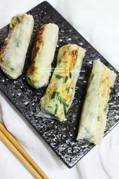 Korean Dishes, Korean Food, Egg Rolls, Meals For One, Kimchi, Finger Foods, Asian Recipes, Zucchini, Brunch